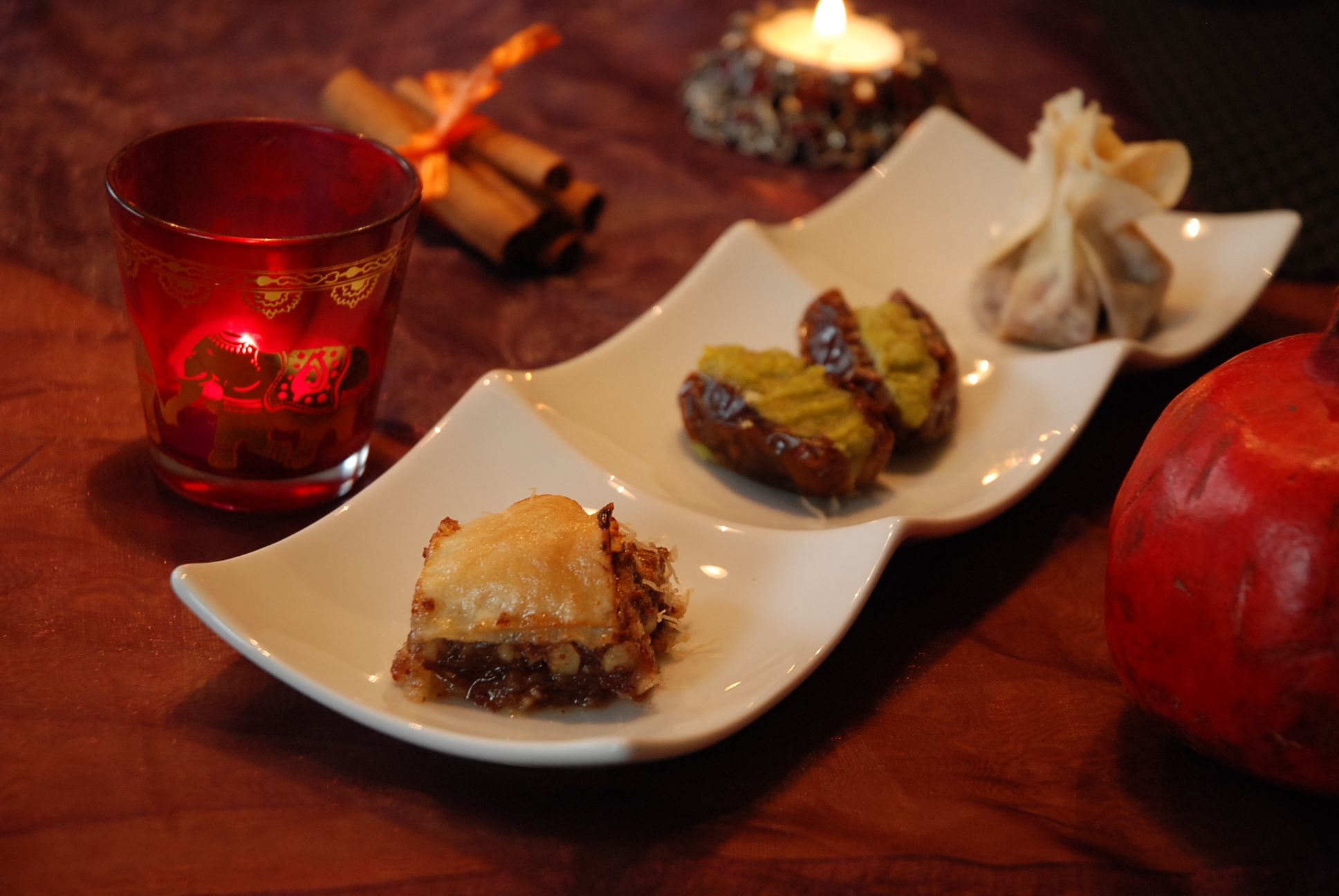 Baklava, Orient-Tee mit Kardamom und Mandelmilch mit Orangenblütenwasser