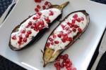 Melanzani mit Buttermilchsauce und Granatapfelkernen / Eggplant with buttermilk sauce and pomegranate